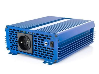 Przetwornica napięcia 12 VDC / 230 VAC ECO MODE  SINUS IPS-1000S 1000W Przetwornica 12/230V o czystym przebiegu SINUSOIDY Funkcja ECO MODE - pobór prądu w trybie czuwania 0.15A, automatyczna detekcja podłączenia odbiorników o mocy większej niż 1W