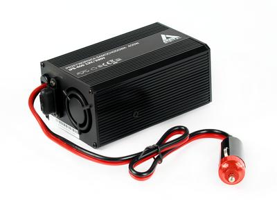 Samochodowa przetwornica napięcia 12 VDC / 230 VAC IPS-400 400W Samochodowa przetwornica napięcia wyposażona we wtyk gniazda zapalniczki do zasilania laptopa oraz innych odbiorników o małej mocy